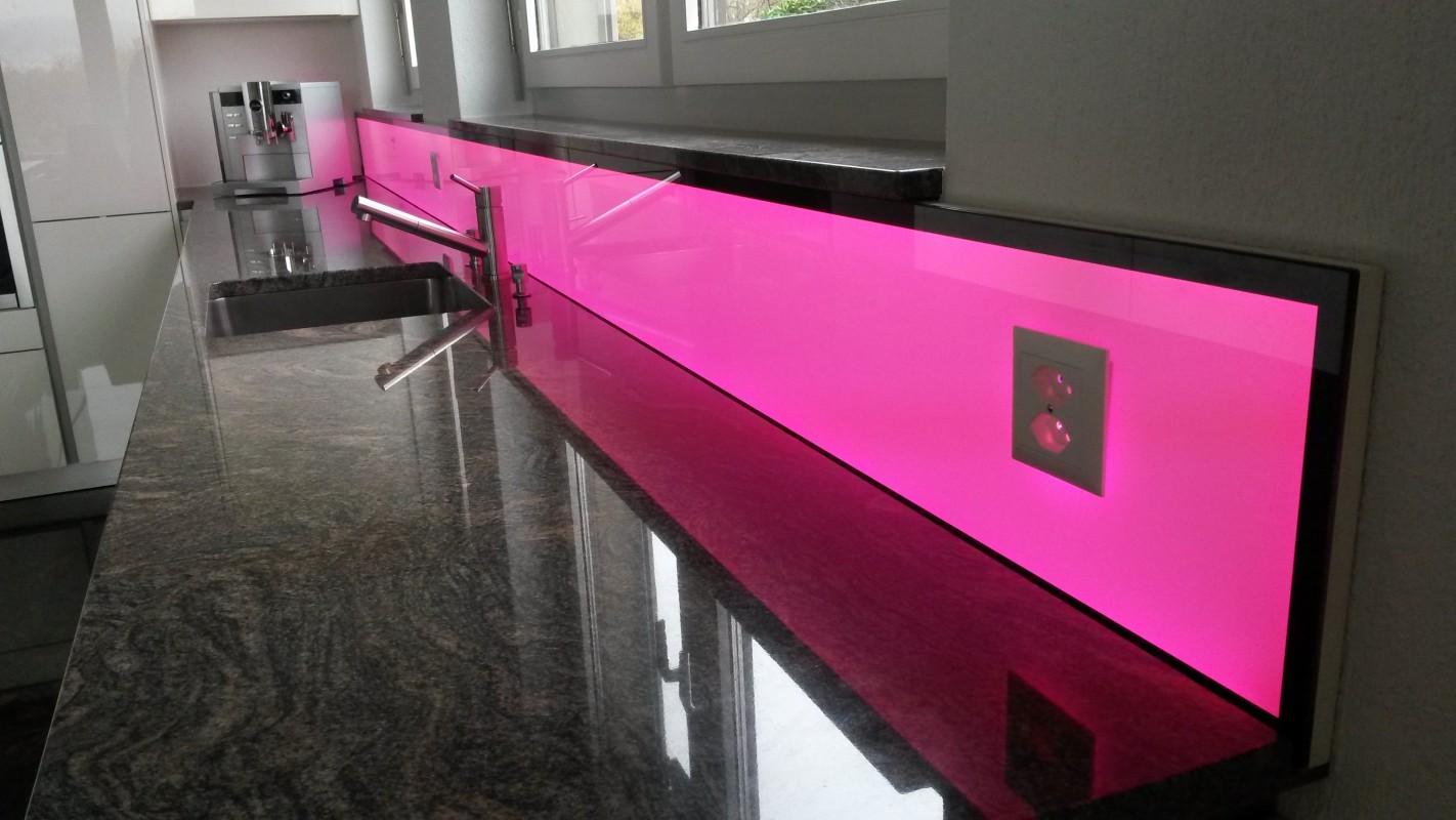 led k chenr ckwand rgb ww f r ihre moderne k che. Black Bedroom Furniture Sets. Home Design Ideas