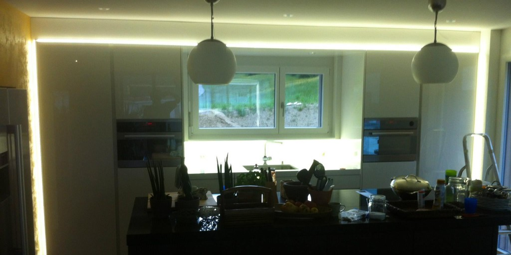 LED Küchenrückwand nach Mass für schattenfreies Arbeiten in der Küche