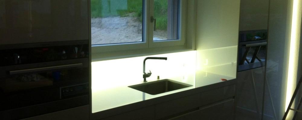 Küchenrückwand mit LED Beleuchtung nach Maas