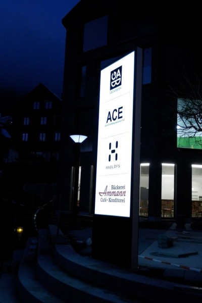 LED Leuchtwerbung Amden 3 x 1m LED Pylone beim Löwen in Amden, LED Stele, Totem Poublicitaire