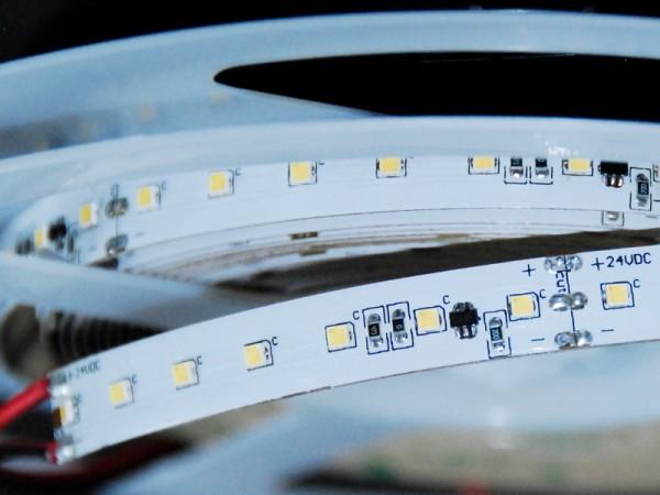 LED-Strip Flex 4900-V SIMFLEX inklusive Stromregelung und separatem Dimmkanal. Lichttemperaturen 2700K, 3000K, 4000K oder 5700K. Konverter in unserem Shop.