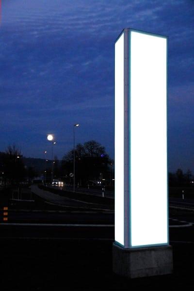 Pylone in Stein AG, der Leuchtwerbung Stein, Werbeturm, Leuchtwerbung dreiseitig