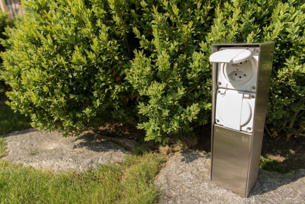 Gartensteckdose, Steckdosensockel für Ihren Garten, Aussensteckdose aus Edelstahl, Swissmade, ESOCKET 350, Steckdosensäule, socles de prises, socket pedestals, sockets column, prises colonne,