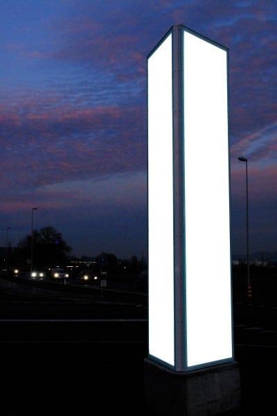 Leuchtreklame Stein (AG), Pylone Werbeturm, Leuchtwerbung dreiseitig