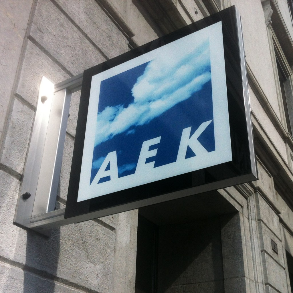 AEK Solothurn Leuchtkasten, Stechschild, Nasenschild