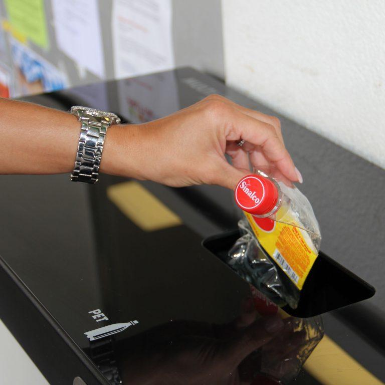 Bildergebnis für Nachhaltigkeit, 110lt , PET-Recycling, Wertstofftrennen, Recyclingstation, Recycling Station Aussen, Tankstelle, Unterägeri, Recyclingbehälter, Swiss Made, Schweiz