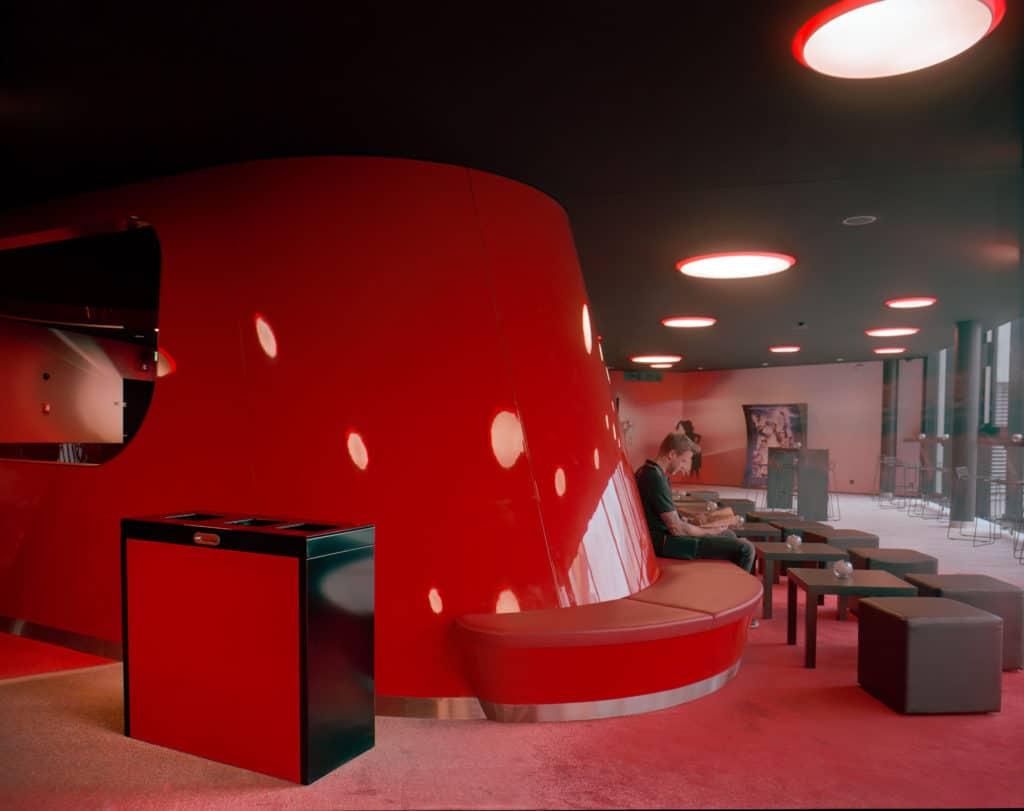 Kino Rex Thun, Wertstoffbehälter mit LED, Recyclingstation, Recycling Station, Abfallbehälter, Public Waste Bin, 110 Liter