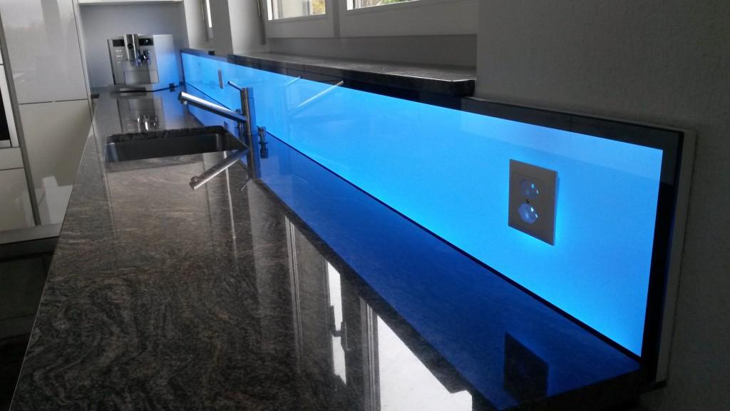 LED RGB Küchenpannel, light wall, beleuchtete Küchenrückwand, kitchen splashback led