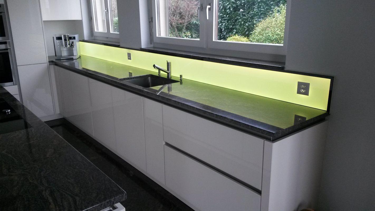 Led kuchenruckwand rgb ww fur ihre moderne kuche for Led unterbaubeleuchtung küche