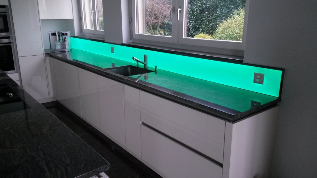 Küchenrückwand RGB, das besondere Abiente in der Küche