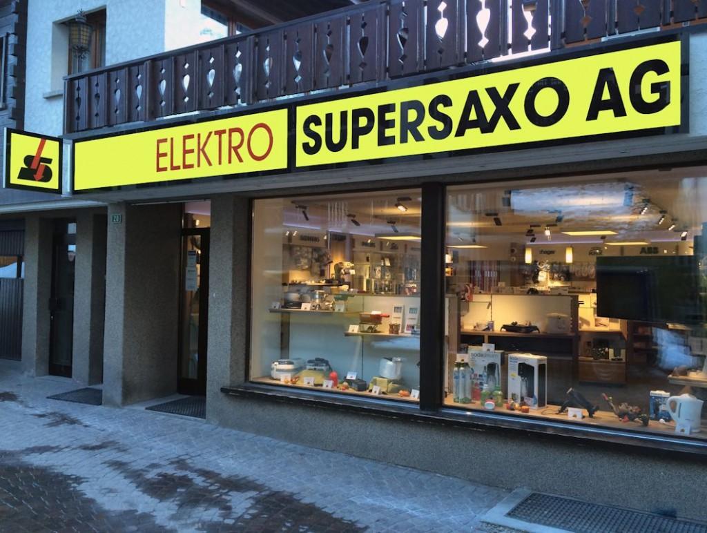 Elektro Supersaxo Leuchtkasten Saas Fee, LED Leuchtschild, Leuchtreklame