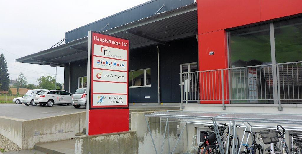 Pylone Stadelmann AG, Leuchtreklame in Escholzmatt, Leuchtkasten, Totem, landscape furniture