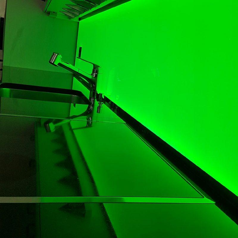 RGB Küchenrückwand, ESG Glas, Küchenwand, LED Leuchtwand, LED Flachleuchte