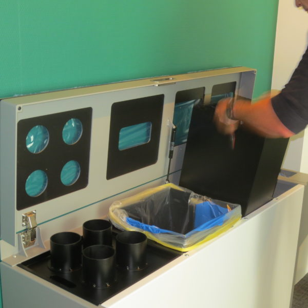 Multilith, Recyclingstation, Wertstoffbehälter, PET, Abfall, Alu, PET, Papier, Recycling Station, Recycling Stationen, Zürich, Poubelle, Waste bin, Entsorgung, Abfallbehälter, Büro, Innen, Drinnen