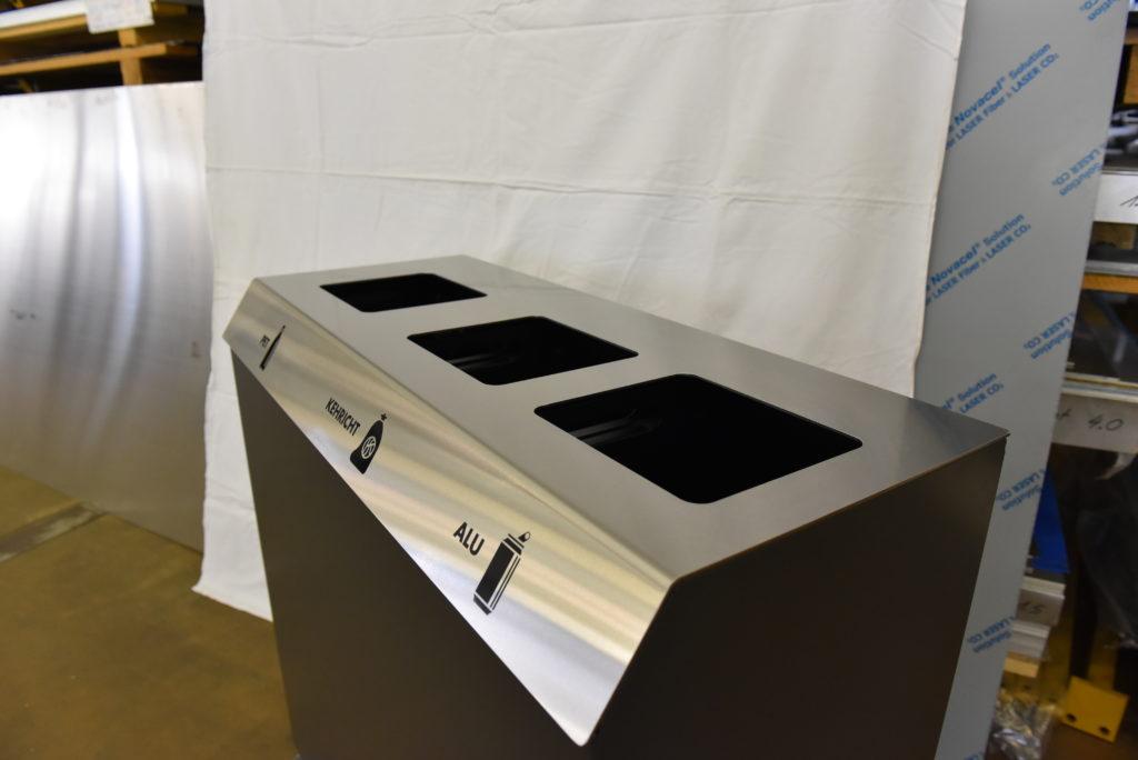 C-Serie Recycling Station, Abfalleimer, Recycling Behälter, Recycling Station, Recyclingstationen C-Bin Serie, Recycling Behälter, PET, Abfall, Alu, Papier, 110l, Edelstahl, Design, Abfallbehälter, Wertstoffbehälter, Public Waste bins, Poubell recyclage