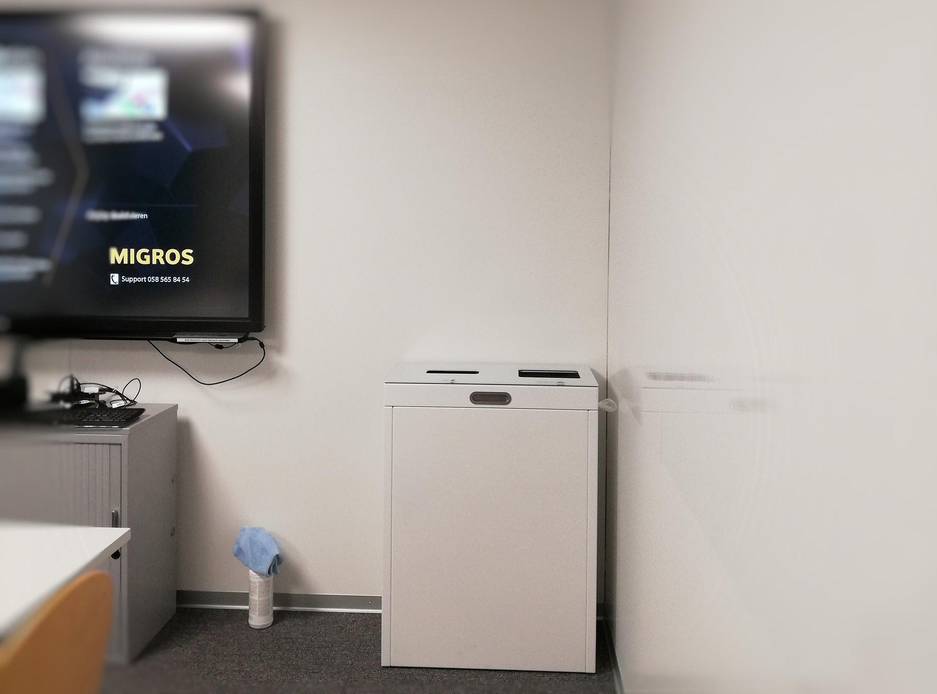 Recycling Station Multilith 2.0, Public Waste bins, Wertstofftrenner Migros Aare, Abfall PET, Papier, 110l, Innen. Büro, Office, Abfallbehälter, Abfalltrenner