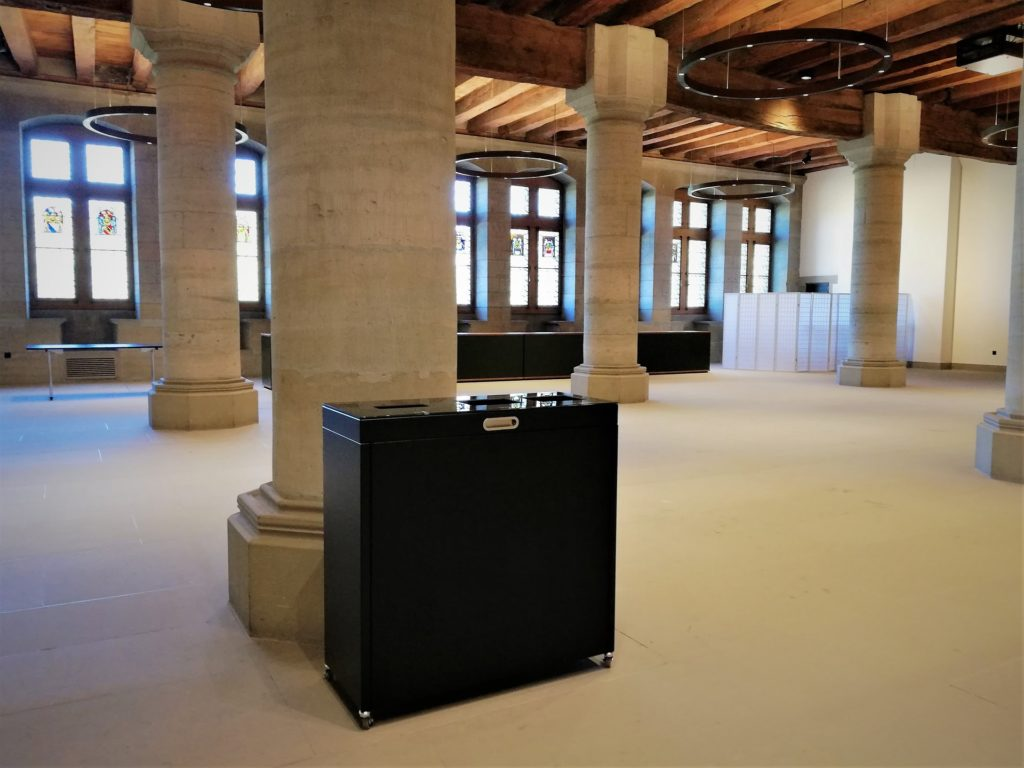 Recyclingstation Multilith 3.0 im Rathaus Bern, Abfallbehälter, Grossrat Saal, PET Recylcing, Wertstofftrtenner, Abfallbehälter