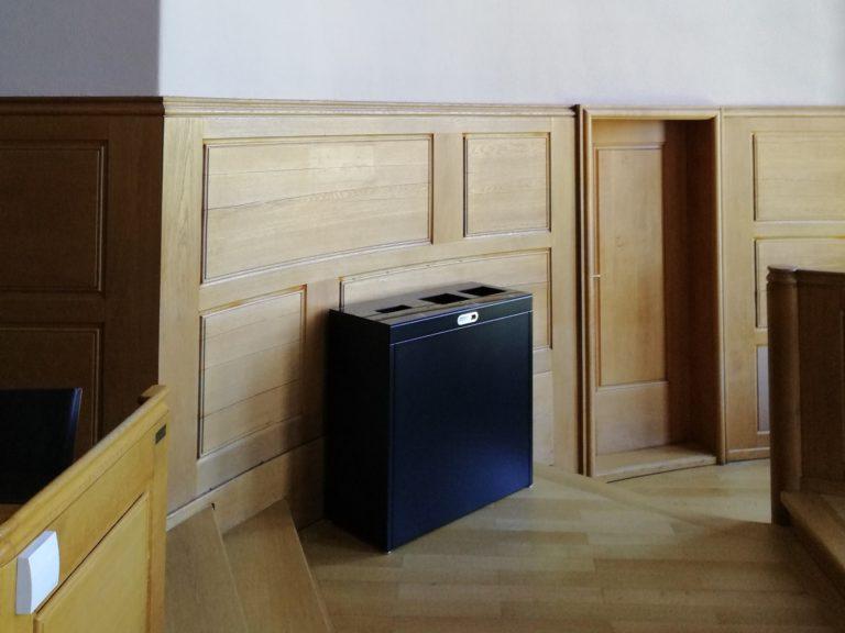 Recyclingstation Multilith 3.0 im Rathaus Bern, Abfallbehälter, Grossrat Saal, PET Recylcing, Wertstofftrtenner, Abfallbehälter, Public Waste bin, Abfall Mobiliar