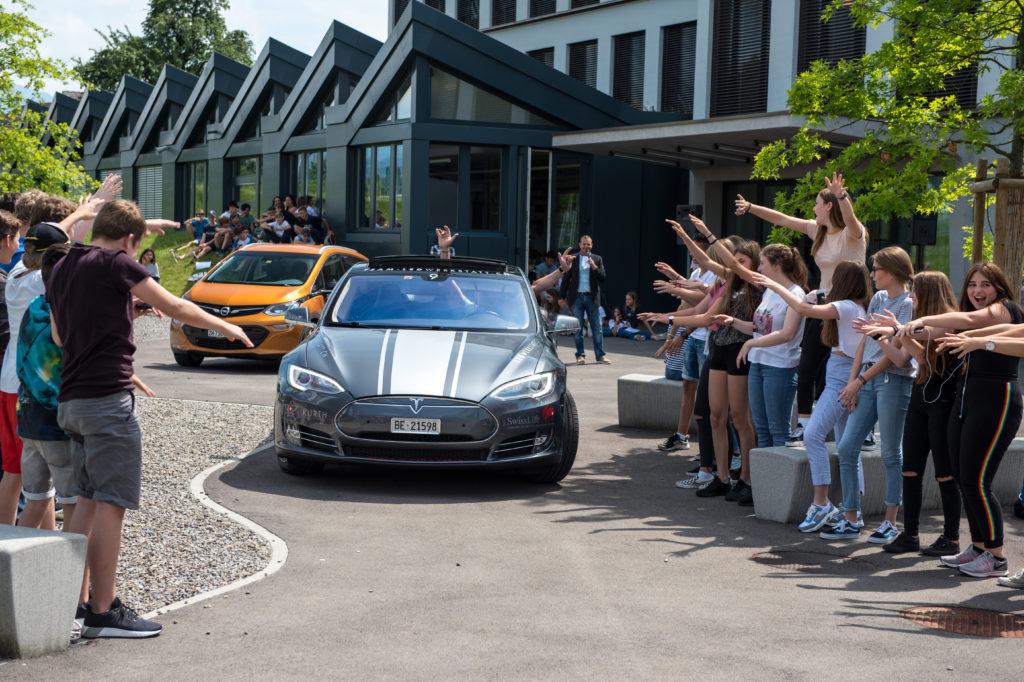 Wave Trophy 2018, Schul Event, Schüler feiern unseren Tesla, Tesla zum Anfassen, E-Mobilität