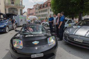 Wave Trophy 2018, Tesla Roadster der ETH Zürich und TESLA S, Polizisten sind begeistert