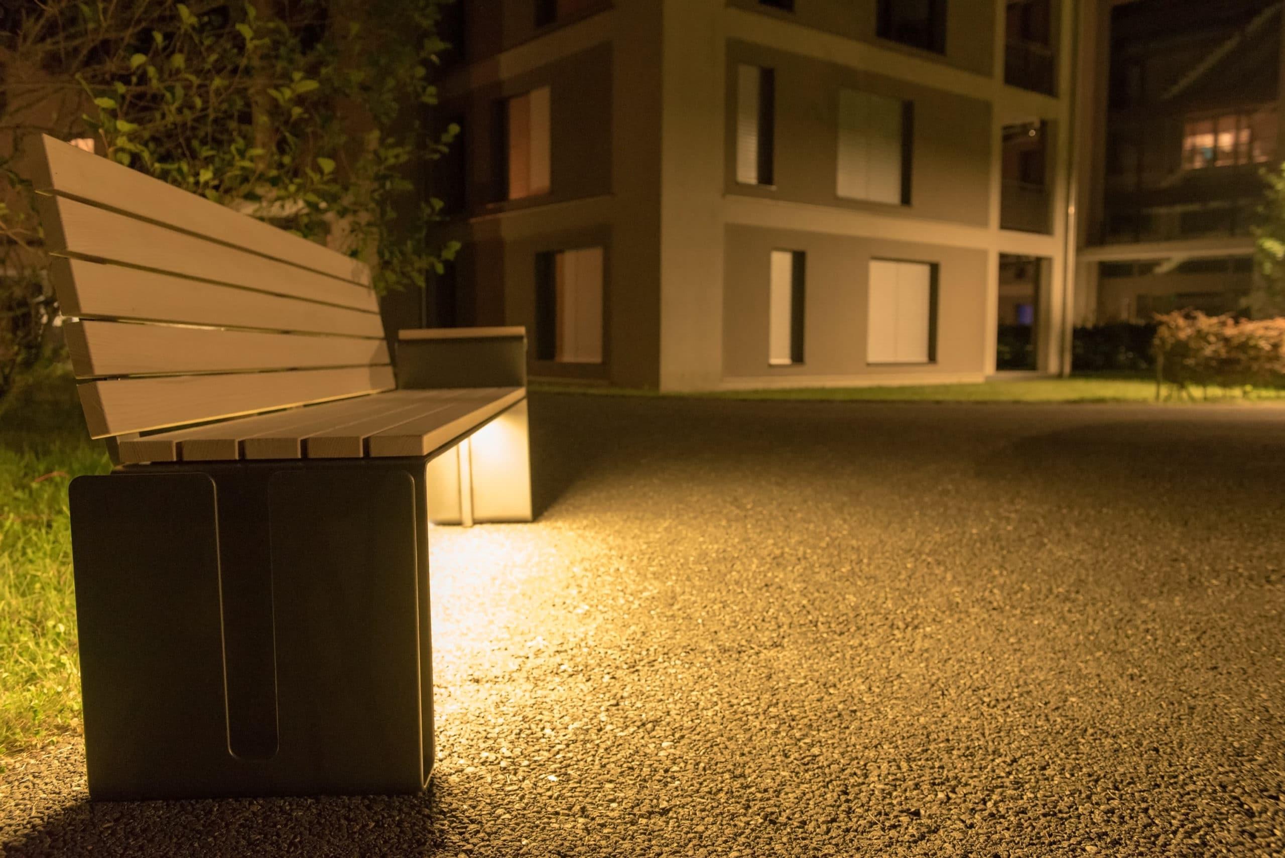 Parkbank Parker, LED Beleuchtung, Stadtmobiliar, Public Furniture, Holzrost, Weisstanne
