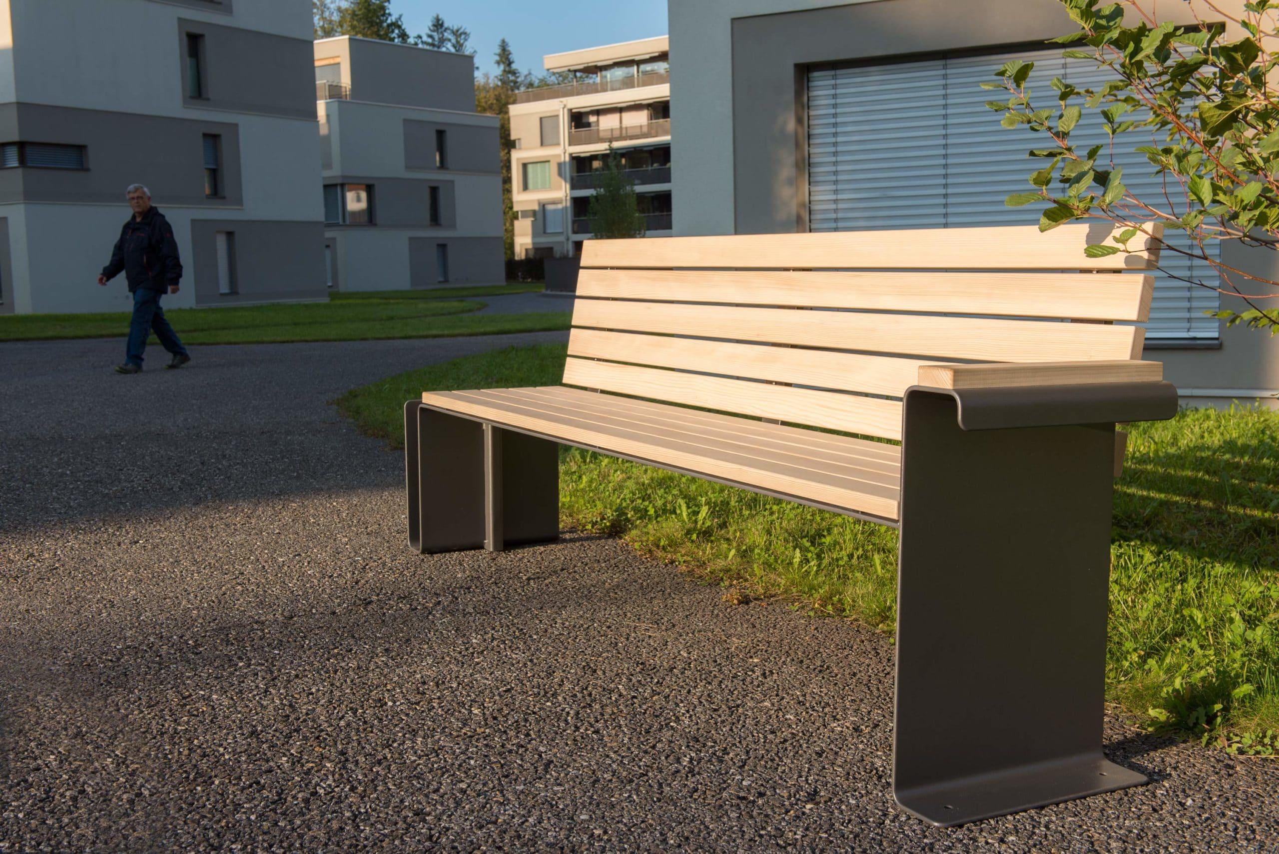 Parkbank Parker Due, Schweizer Bank, Sitzbank, Unesco Biosphäre Entlebuch, public furniture, Raum Mobiliar, Stadt Mobiliar