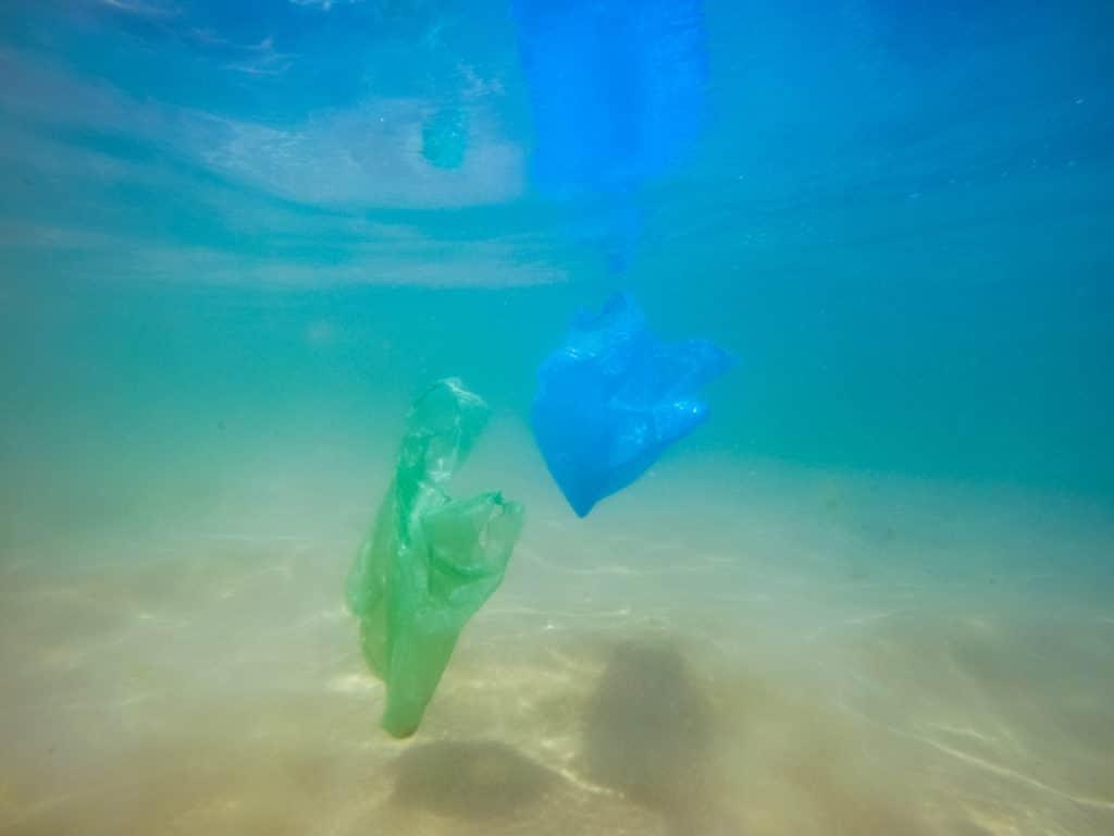 Plastikabfall verschmutzt die Weltmeere, UN regelementiert Plastikmüll Exporte